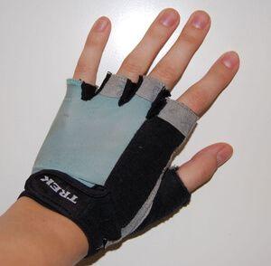 Как выбрать велоперчатки, самые распространенные производители велосипедных перчаток