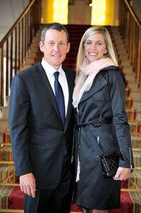 Велосипедист Ленс Армстронг с женой Анной Хансен