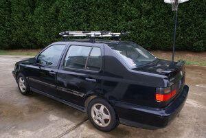 машина со специальными стойками для маунтинбайков volkswagen jetta trek